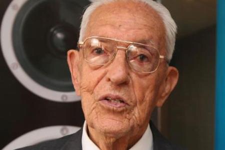 Perfil científico de Luis A. Romo Saltos, contribuciones a la físico-química, filosofía de la ciencia y el humanismo científico.
