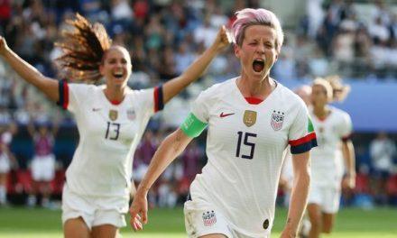 Campeonas mundiales de futbol, exigen igualdad en salarios