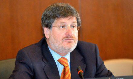 La extraña renuncia del embajador ecuatoriano en Washington.