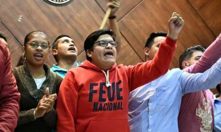 Mauricio Chiluisa: Pagar al FMI es una traición