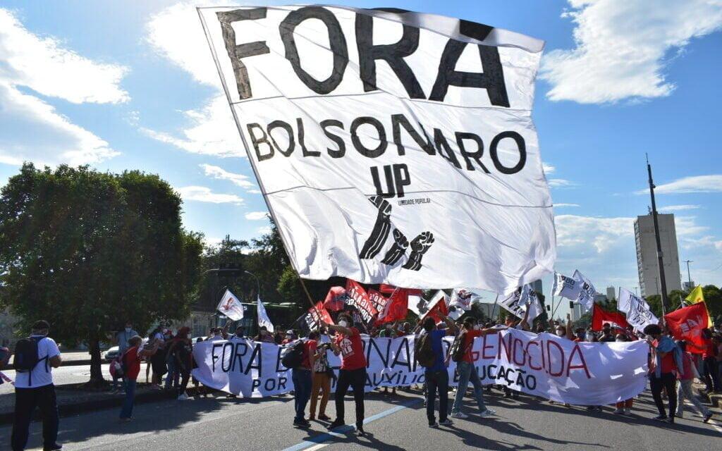 """Más de 500 mil personas van a las calles por """"Fuera Bolsonaro"""